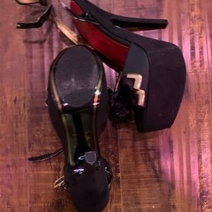 Circus by Sam Edelman Shoes - Circus by Sam Edelman Black and Gold Bow Heels
